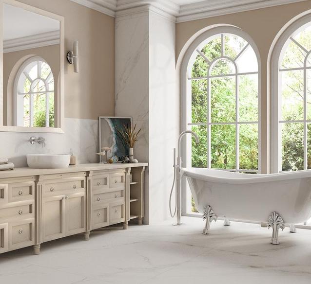 Łazienka w stylu Hampton – luksus białych płytek Azario Carrara Naos - BLU Salony Łazienek
