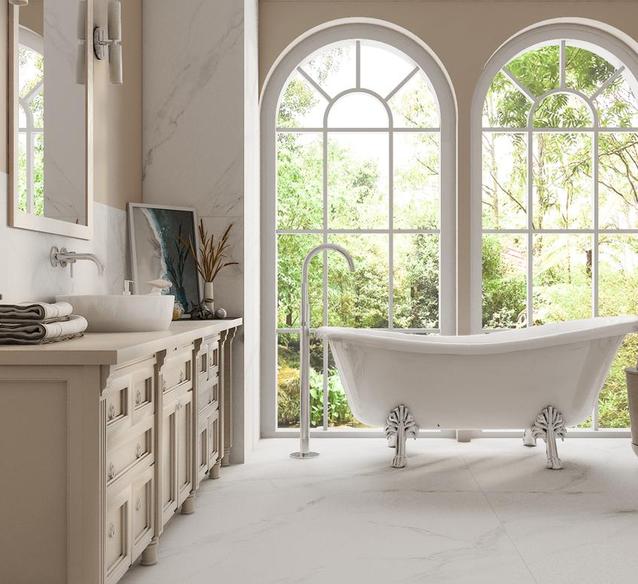Styl Hampton w łazience z marmurowymi płytkami w wielkim formacie - BLU Salony Łazienek